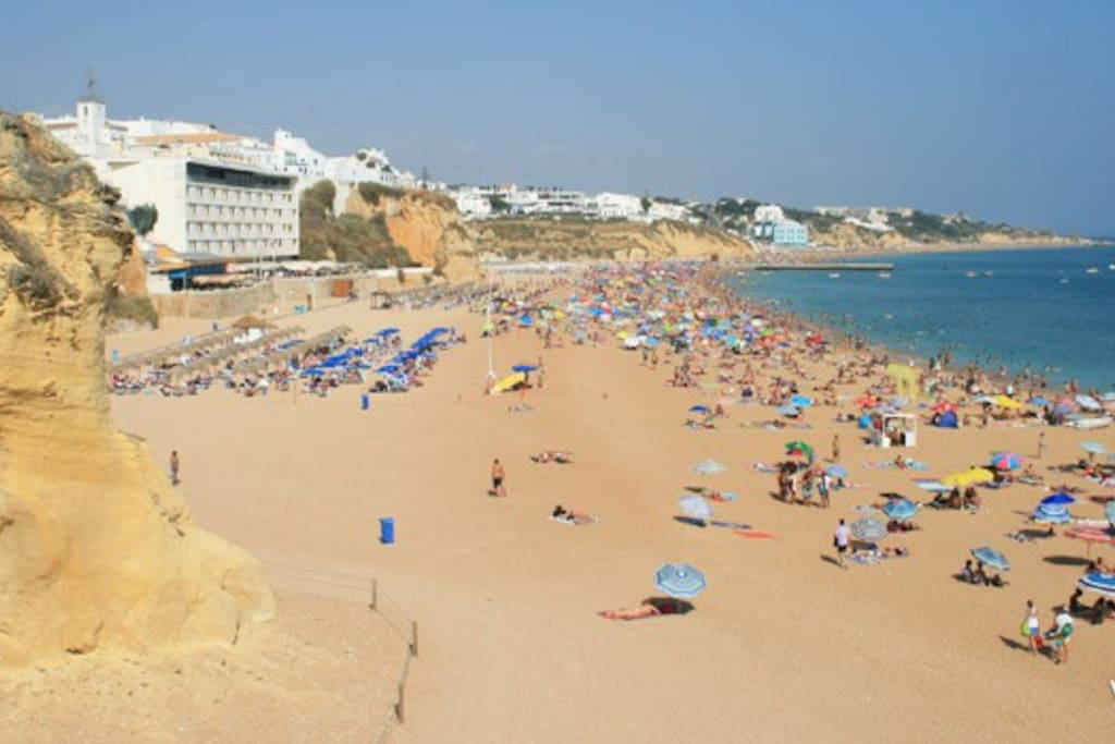 "Beach ""Praia do Peneco"": 3 minutes walking from the apartment"