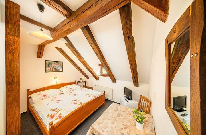 Pěkný pokoj s manželským lůžkem v Českém Krumlově