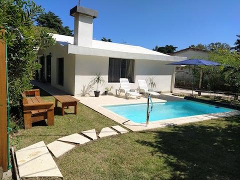 Home with Pool spa beautiful view, Piriapolis