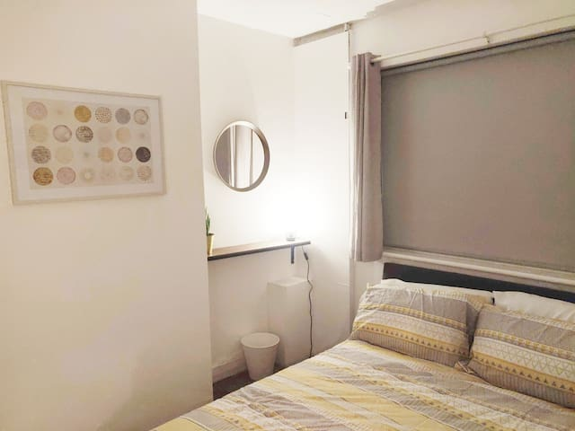 Fantastic double room in clean, tranquil house