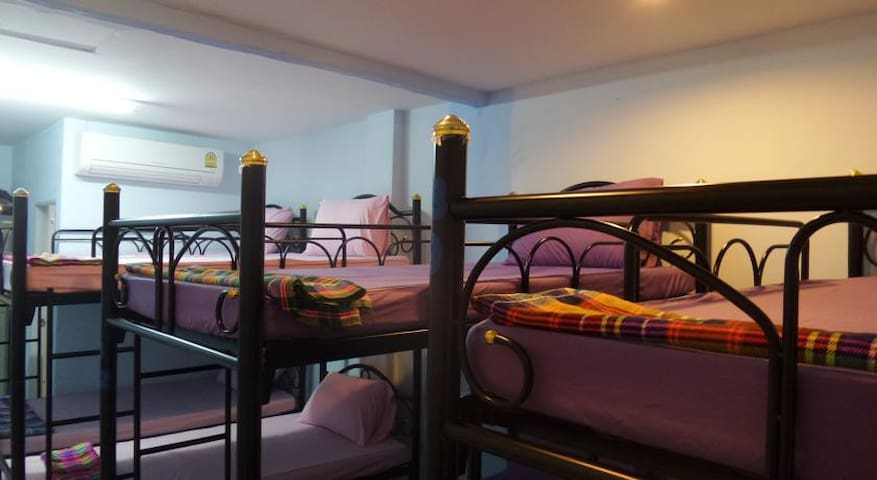 18 beds dorm at Haad Rin Beach 3 @FULL MOON - Ko Pha Ngan - Slaapzaal