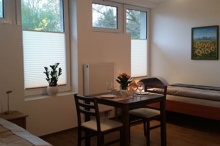 Moderne Appartments 3, je 1-2 Pers.  EZ 30€/DZ 50€ - Heuchelheim