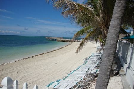 Tropical Oasis  Home in Key Colony  3 bedrooms  2 Baths with Cabana Club access!!