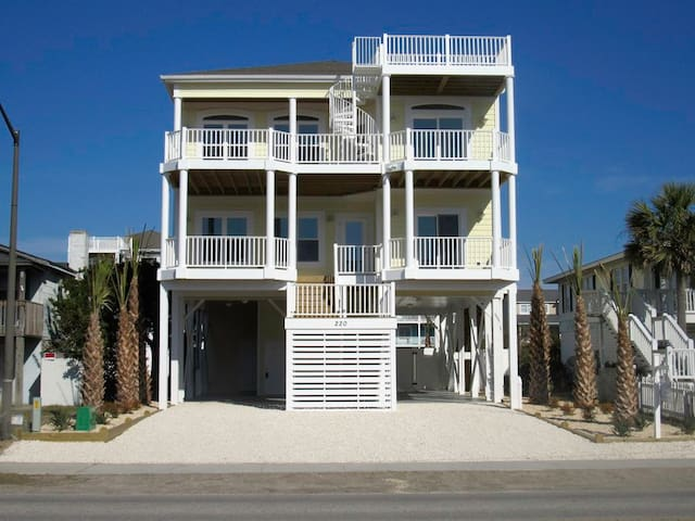 Mellow Yellow, Holden Beach, elevator, private pool, tiki bar and golf cart for summer (ends 8/25)