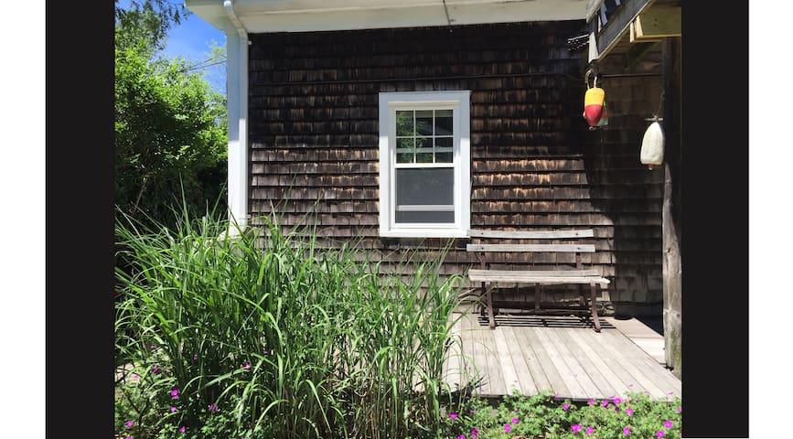 Artisan's Historic Garden Refuge