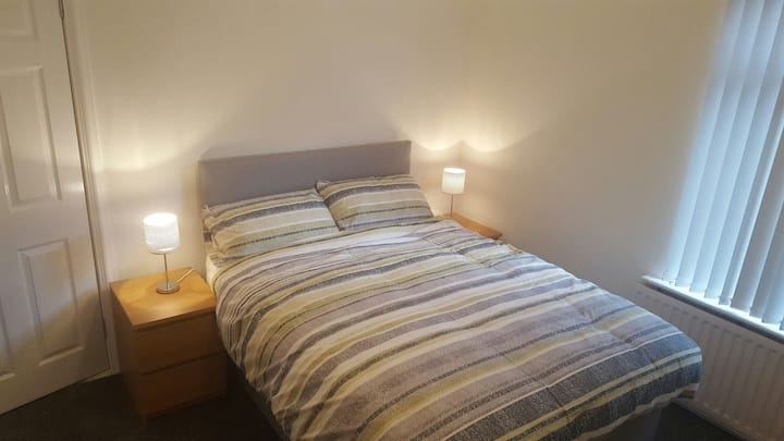 Double Room in Traditional Belfast House 3