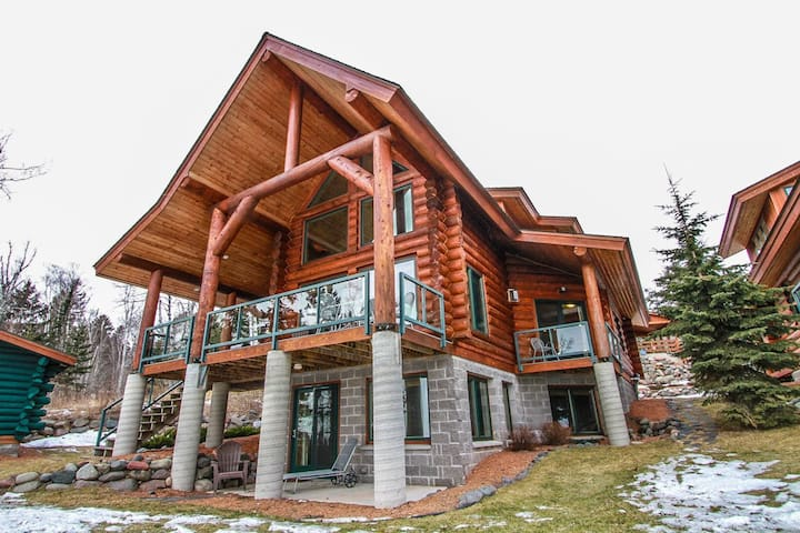 Temperance Landing 24 is a luxury log home nestled on the edge of Lake Superior in the town of Schroeder, MN