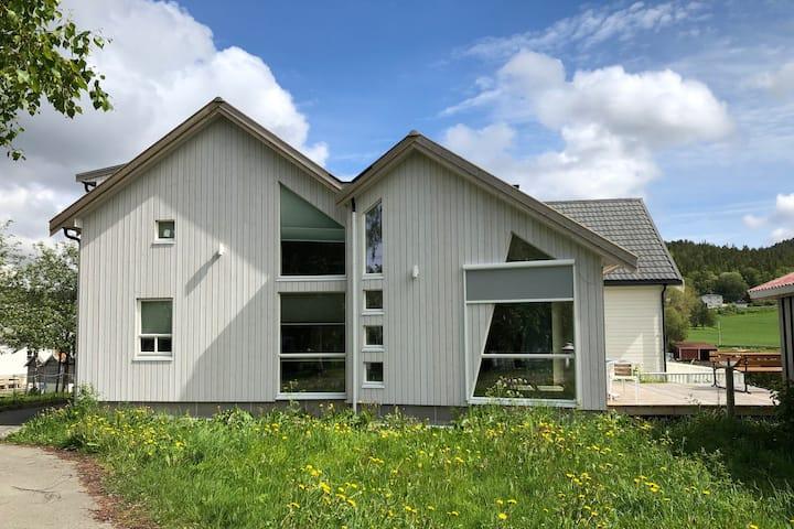 Sjøgata - Midt i Råkvåg Sentrum