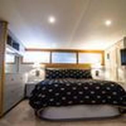 Honeymoon Suite At The Ocean Romance B&B Yacht!