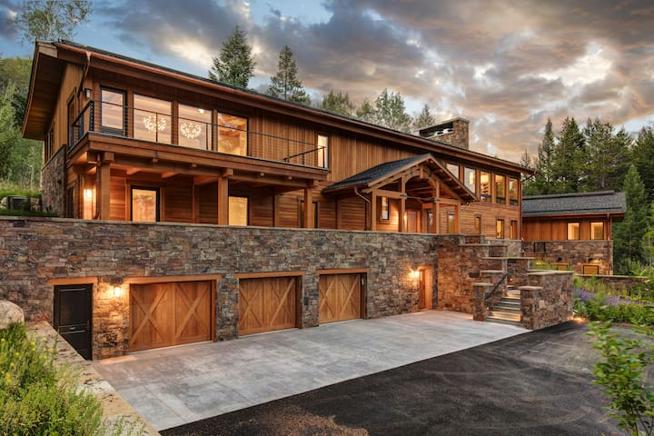 Abode at Heartwood Lodge! Best property in Teton Village!