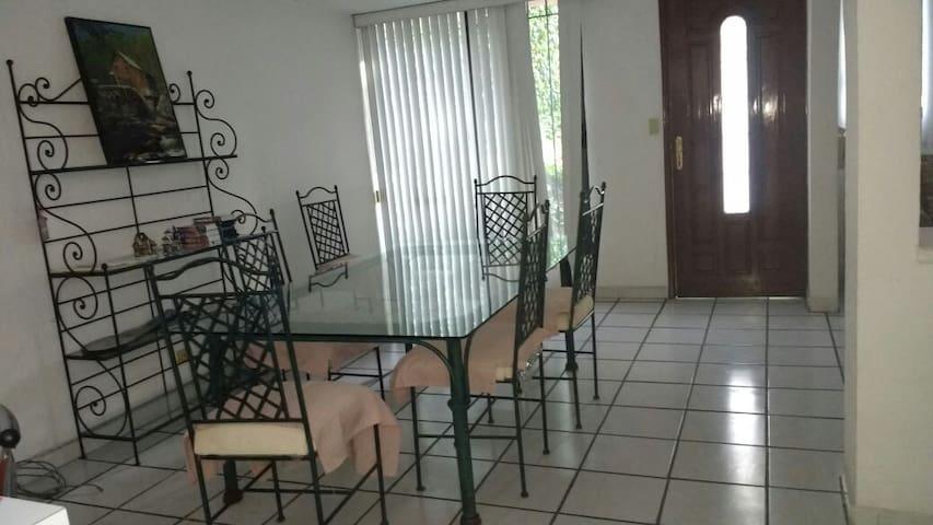 Tranquila y espaciosa casa completa en Jiutepec