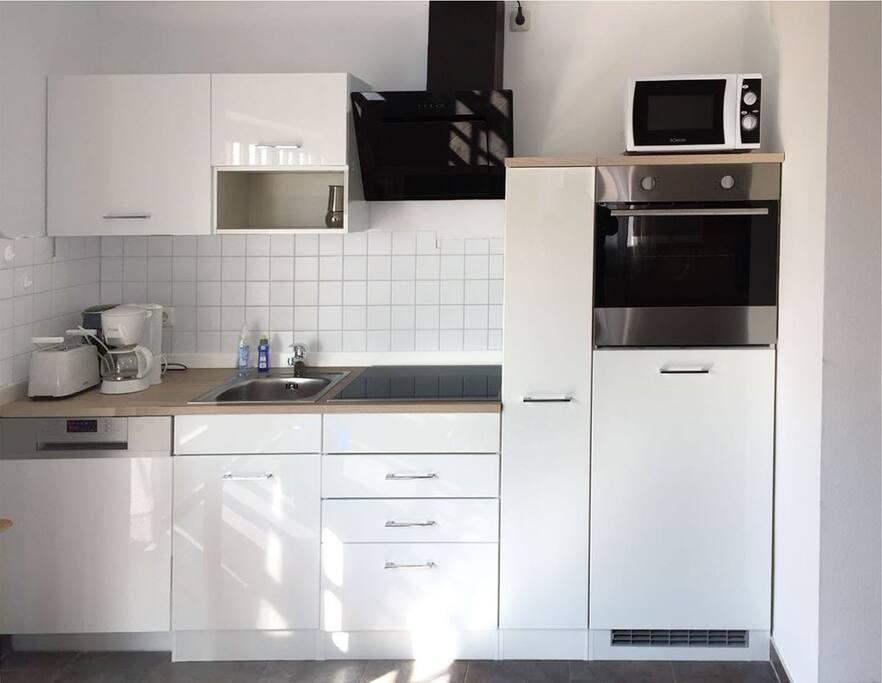 Neue Einbauküche mit Hausrat