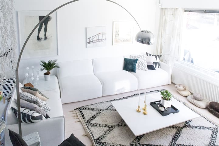 Modern Scandi home by the sea, 20 mins to the city - Helsinki - Stadswoning