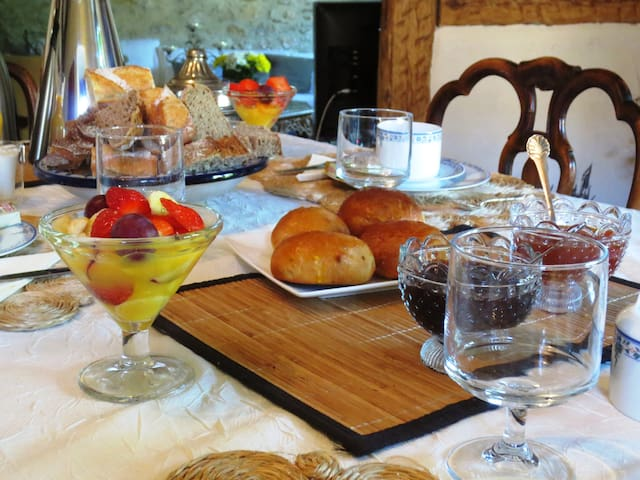 Chambre Jeanne de Ferrette, B&B de charme - Ferrette - Bed & Breakfast