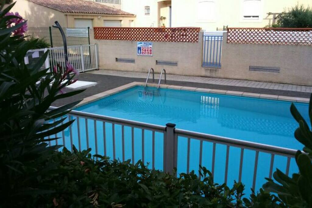 T2 piscine barbecue jardin condominiums for rent in for Piscine narbonne