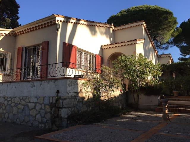 maison idealement situé - Antibes - Huis