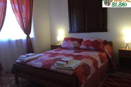 Hostal Bilbao habitación matrimonial