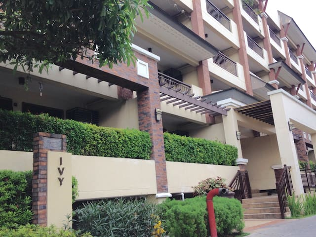 2 BEDROOM CONDO WITH AMENITIES IN QUEZON CITY - Quezon City - Osakehuoneisto