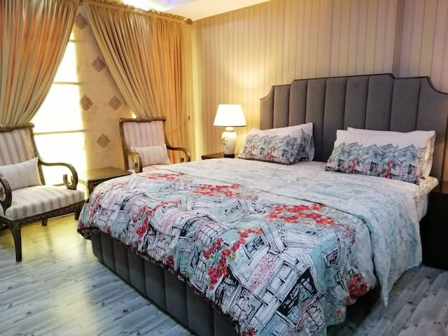 1 Bed Room Furnished Flat with Gas in Bahria Town