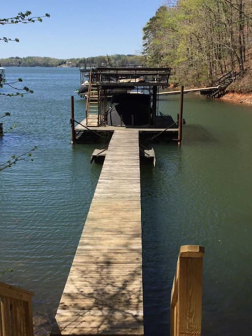 "Easy walk to ""Deep"" water dock in protected cove /party deck."