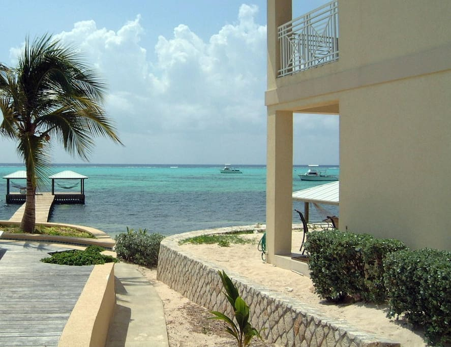 Each villa provides you with panoramic ocean views or garden/pool views.