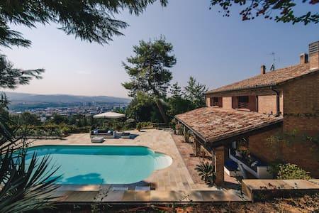 Villa con piscina Pesaro camera Giacomo - Pesaro