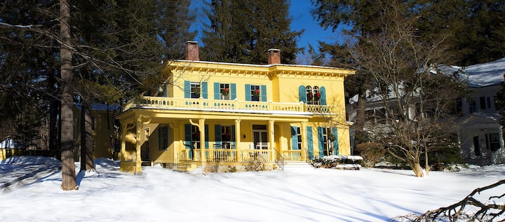 Historic Main Street Stockbridge - Holmes Suite