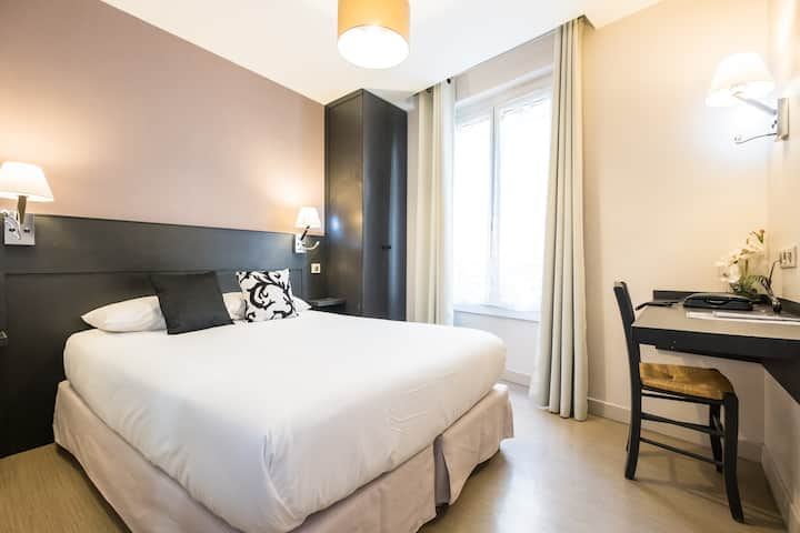 Montmartre-Double cosy room with private bathroom