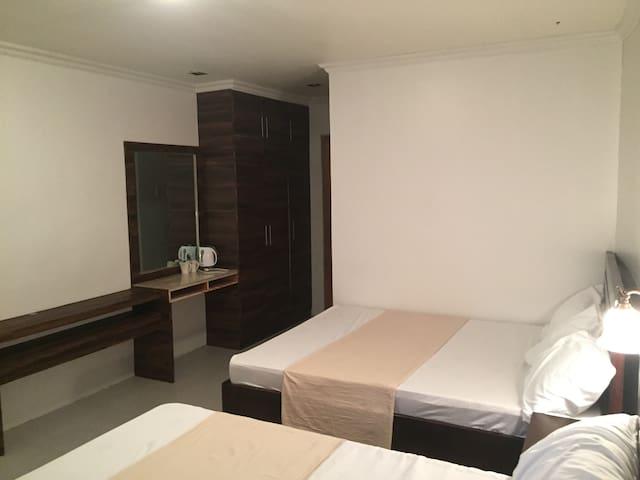 Vet's Farmville Resort (Room 3)