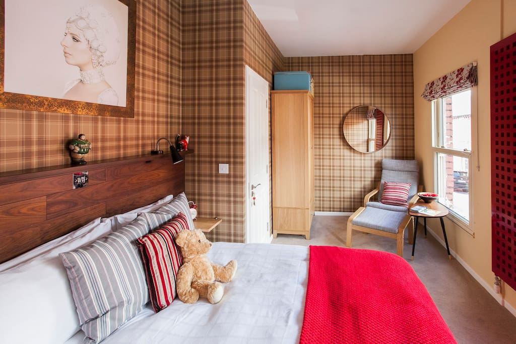 The first floor en-suite bedroom. Double glazed and block out blinds ensure a peaceful sleep on the comfy double bed.