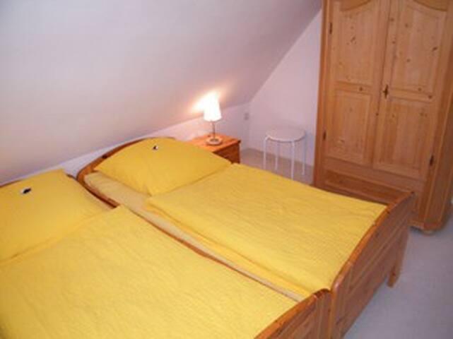 Schlafzimmer1 Doppelbett