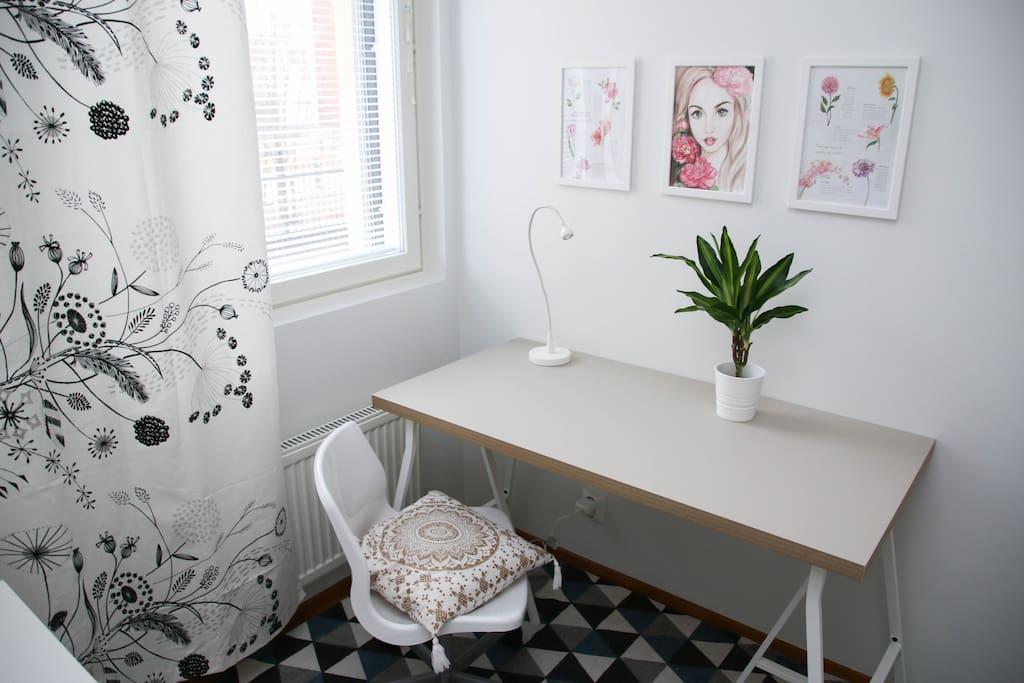 Desk space. Fast Wi-fi