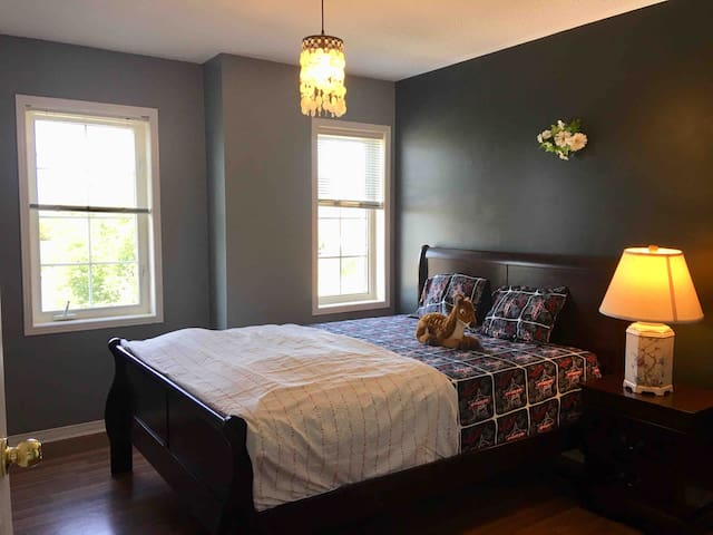 Home away from home 1 bedroom with free parking
