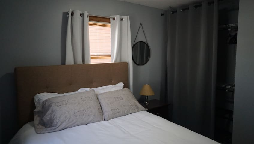Private Bedroom / Livingroom suite with laundry - Hornell - Dormitorio para invitados