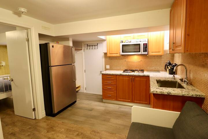 Private, Cozy, & Clean 1 BR Suite! Separate entry!