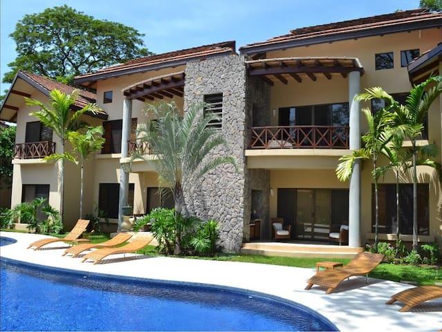 Luxury 2 Bed/Bath, 1 Block to Beach - Playa del Coco  - Appartement