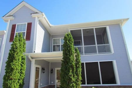 Beautiful, Spacious Condo Discount w 7 nights! - Greenville - Condominio