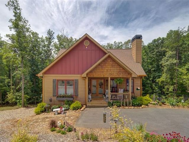 WINE COUNTY RETREAT! JUST 5 MILES FROM DOWNTOWN!