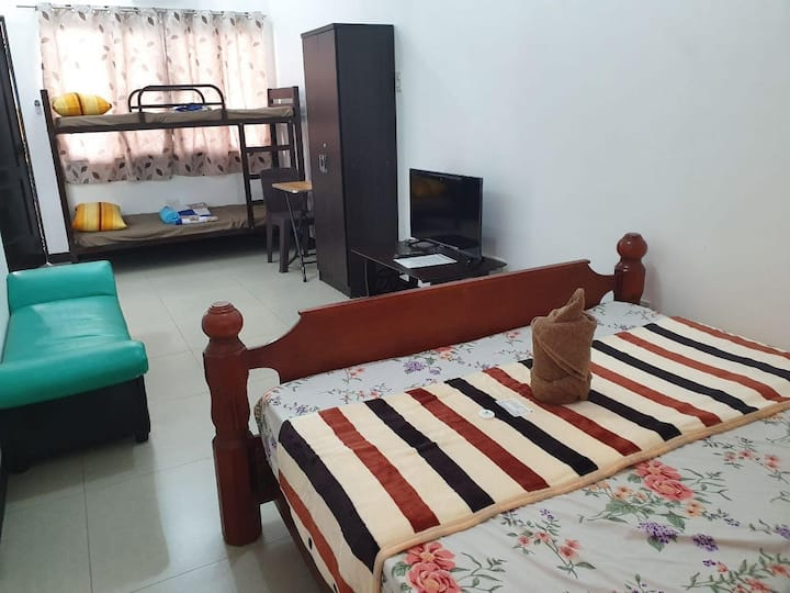 Cheap Family Room for 4 in Manila