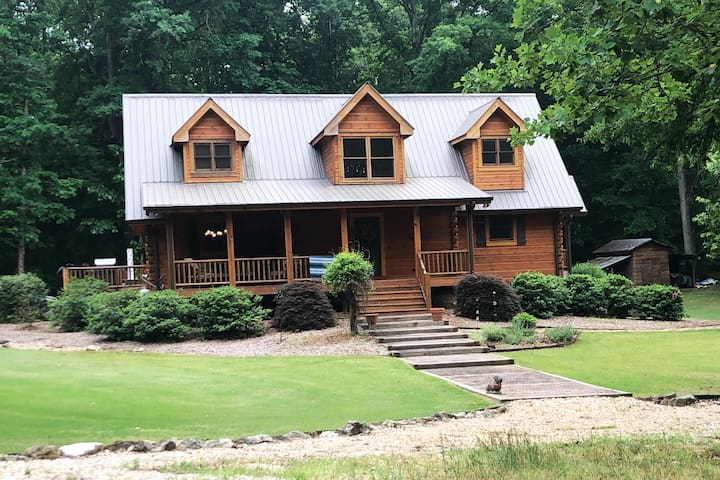 Log Cabin Home in the woods. UGA games/Events