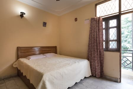PoshArea + Free wifi + AC Private Room + Yoga - Neu-Delhi - Wohnung