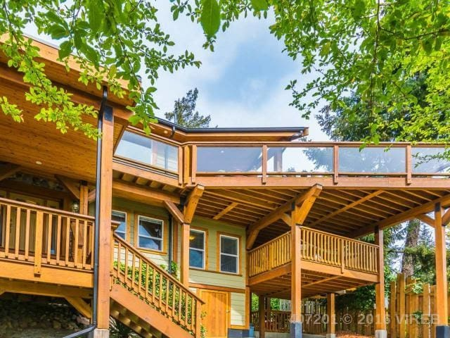 Bdrm w/ private deck in west coast house with view