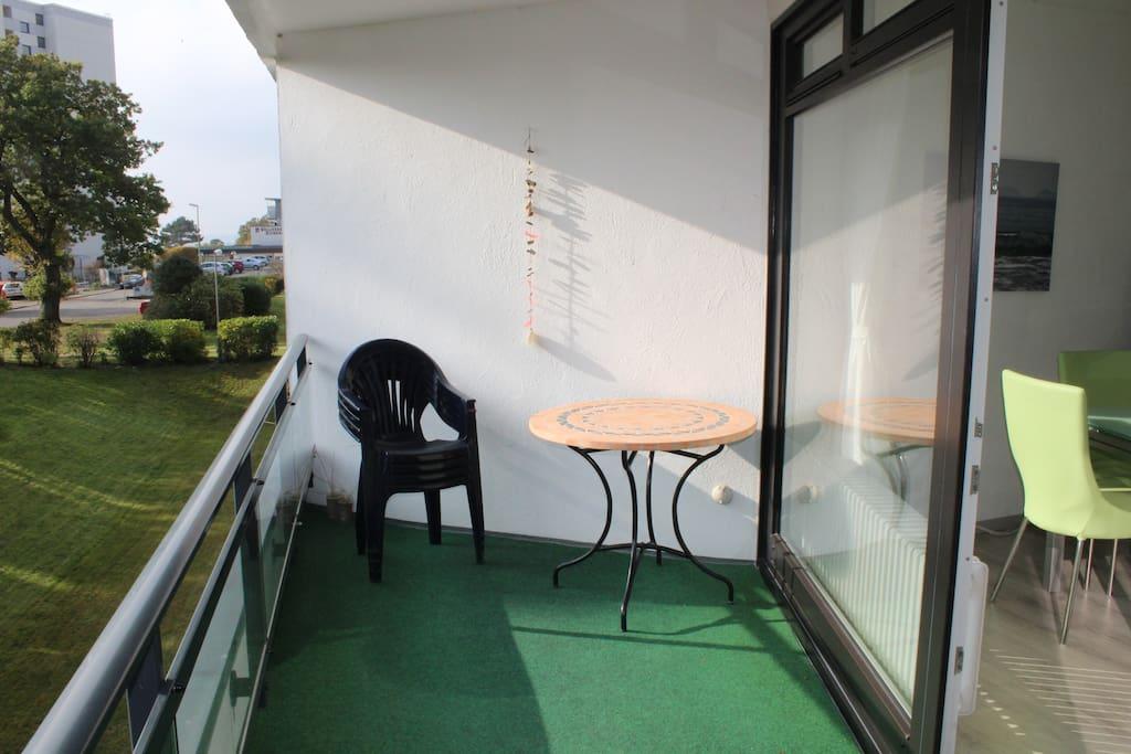 Balkon mit seitlichem Meerblick