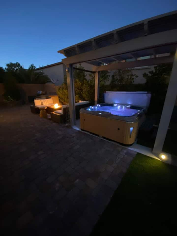 Modern house with private hot sauna jacuzzi /Grill