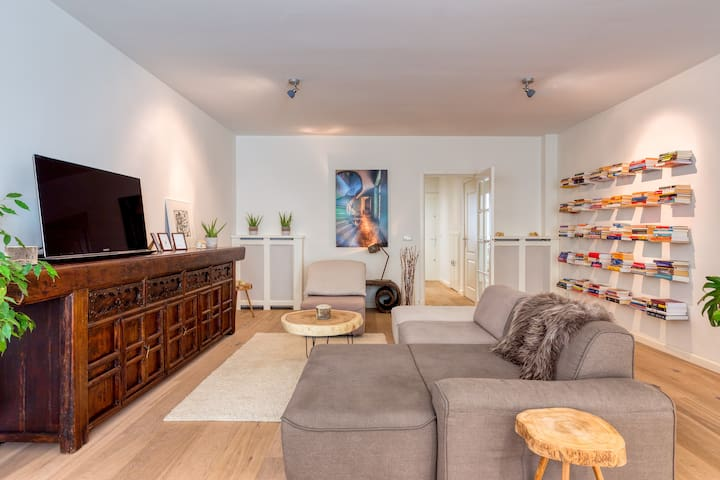 A true home in city center with garden & parking!