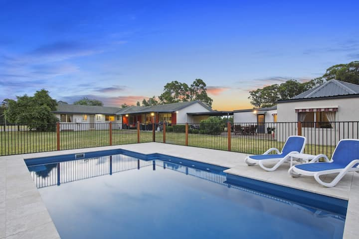 Lovedale Lodge - 9 bedrooms,36 acres for 32 guests