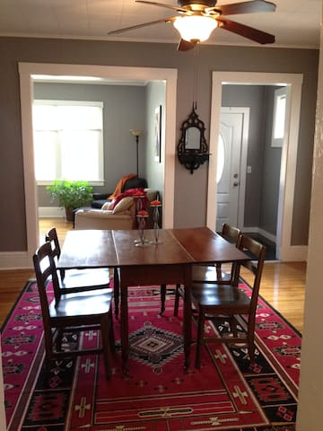 Funky South Wedge House (4 BR, 2.5 Bath) - Rochester - House