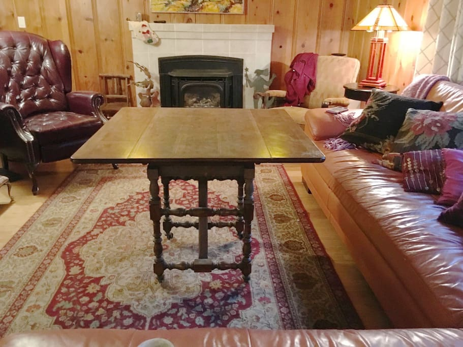 Coffeetable in livingroom raises and folds out to seat 4 or as game table.
