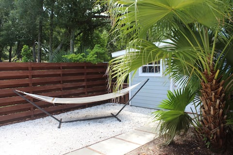 Tropical and Tranquil Bradenton Hideaway