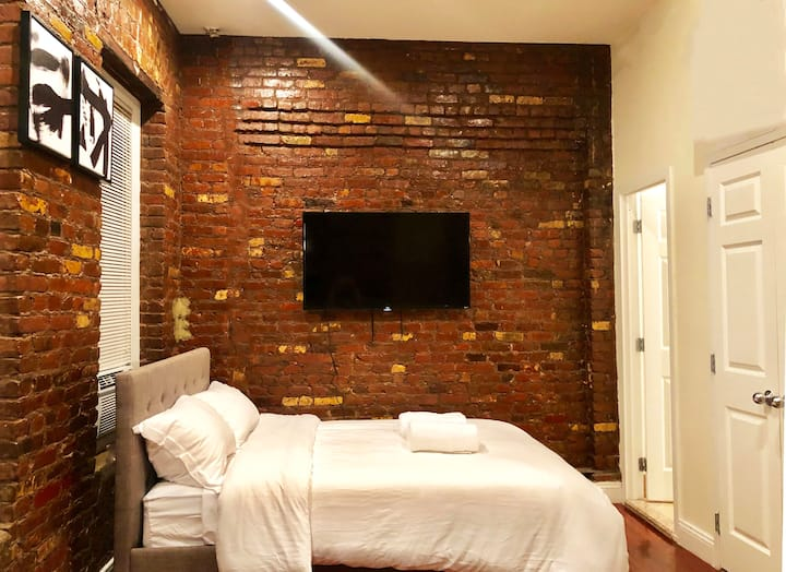 Comfy, Clean, Entire Studio Apt w/ patio in SOHO